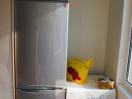 Холодильник и стиральная машина на лоджии