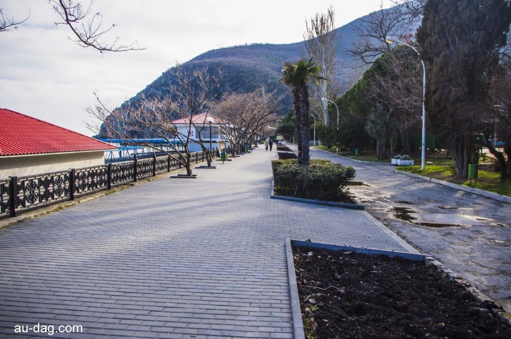 Новая плитка на набережной Партенита